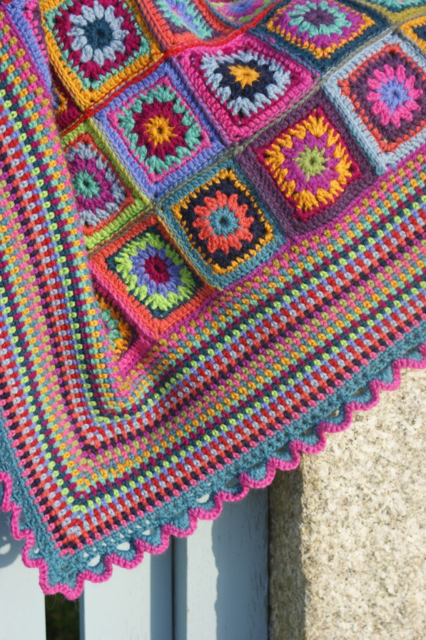 Beautiful crochet blanket...love the moss stitch border.