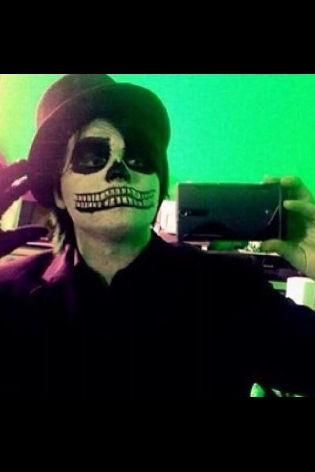 Gerard way selfie, my chemical romance | MyChemicalRomance~