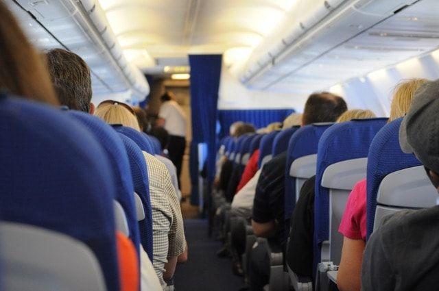 Uçakta Telefon Kullanmak! Kaynak : https://teknolojidenhaberler.com/ucakta-telefon-kullanmak.html  #Havayolu, #Telefon, #Uçak