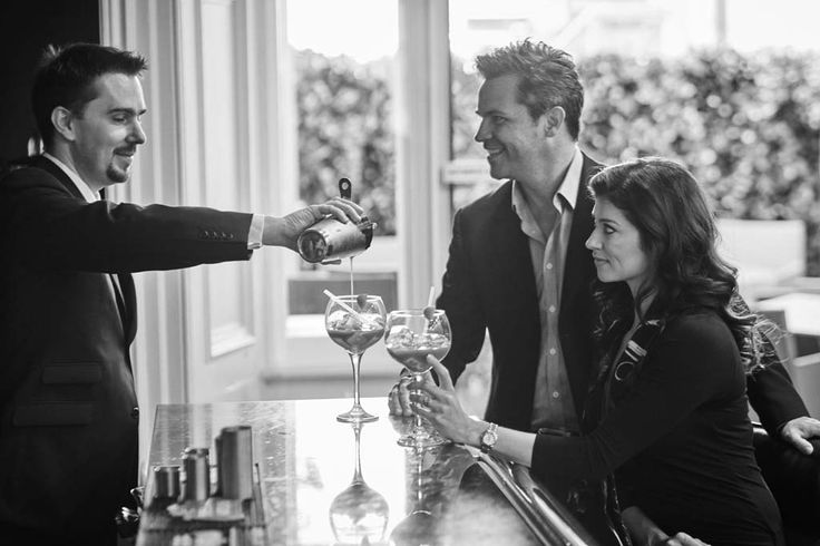 Cocktail time at the Q Bar of The Queen's Gate Hotel!  #London #QueensGate #Cheers  #Couple #Bartender #Luxury #Travel #Relax #Restaurant http://www.thequeensgatehotel.com/en/london-short-break.html