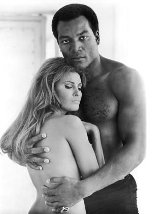 """Jim Brown and Raquel Welch in """"100 Rifles"""", 1969."""