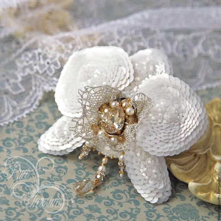 Купить Брошь Endless Blooming, белая орхидея - белый, золотой, орхидея, фаленопсис, вышитая брошь