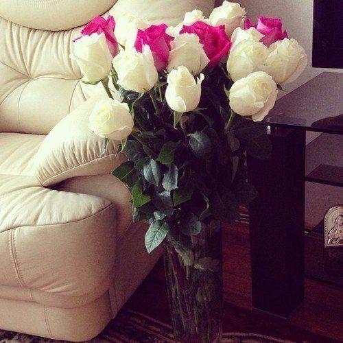Женщин надо уважать ☝! Не ругать, не обижать 💆! За рабынь их, не держать 😇! Нервы тоже не мотать 😏! А ценить 🙌, любить ❤, лелеять 😘. Обнимать их крепко, верить 💑. Целовать 💋, дарить цветы 💐 💐 💐. Просто млеть от красоты 😍. Говорить им комплименты 😻. Творить нежные моменты 💞. Нужно женщин уважать 🙋! Женщина ещё и Мать 👶 💕 👩.