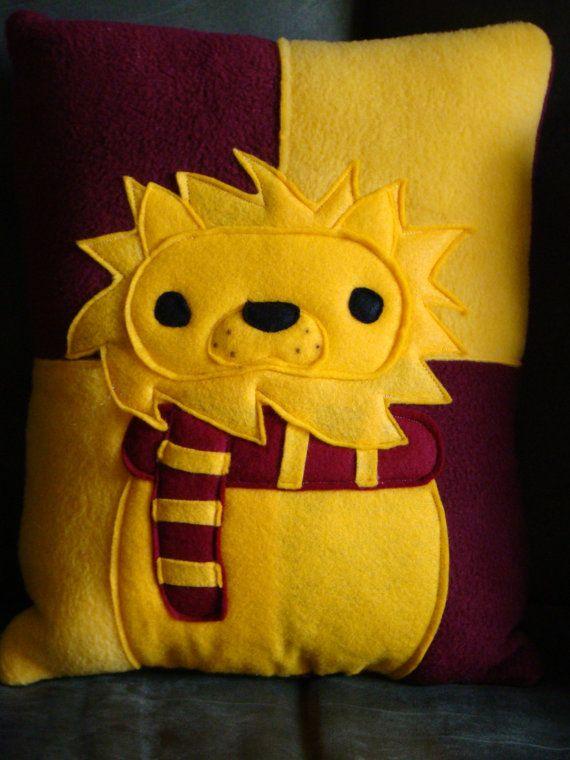 Almohadas de mascota de casa asistente por telahmarie en Etsy