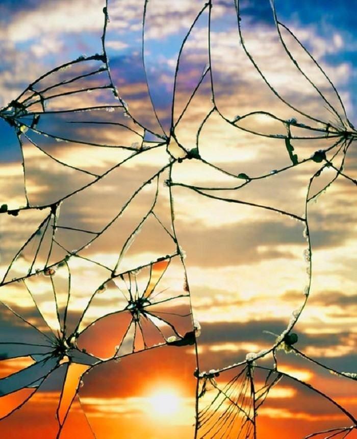 """""""Espelho quebrado / Céu ao entardecer"""", de Bing Wright"""