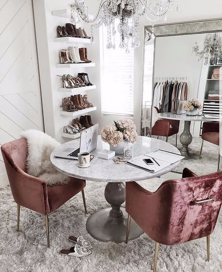 #chicdecor // room decor // stylish decor // blogger decor // apartment decor // velvet