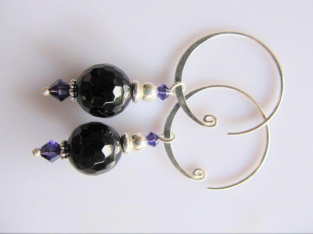 Oorbellen Ireen microfacet onyx met purple velvet swarovski kristal kraaltjes en mooie ronde oorhaak. geheel zilver