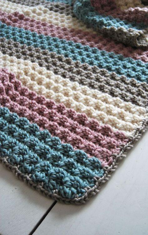 Patroon van een gehaakte deken van Stylecraft Weekender   Zelf aan het haken met Zeeman Julia (80% acryl/20%wol; 100g/ 170m; nld 7-8), kleurnummers; 80 (lichtgrijs), 50 (zachtgroen), 01 (creme) en 30 (roze) en haaknaald 8mm (opzetrand met 10mm)