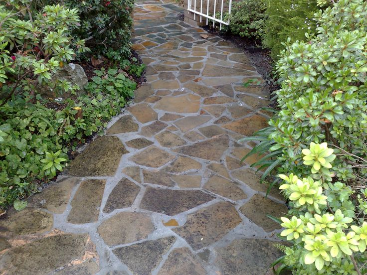 Crazy pavers patio crazy paving patio designs for Paved front garden designs