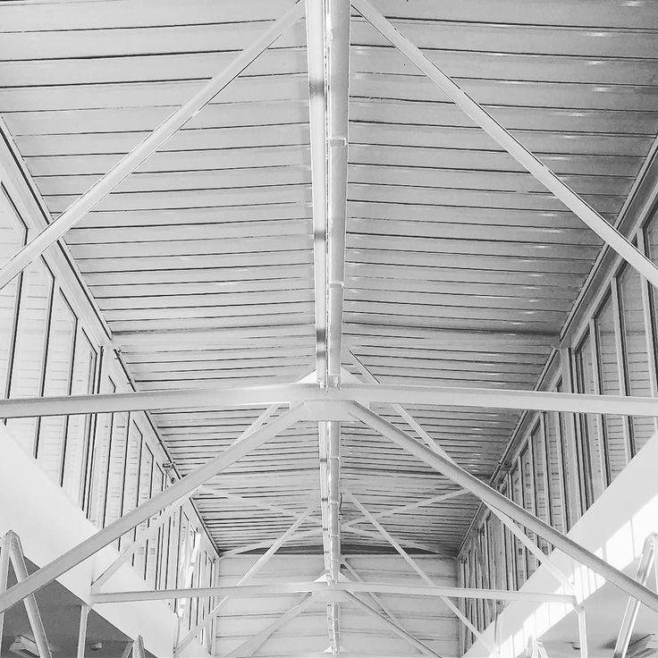 #czech #cesko #architecture #art #lines #fotografie #blackandwhite #bw #windows #ceiling #skoda #iphone #beam #building #vintage #old