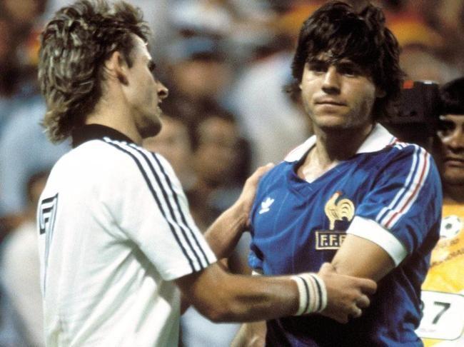 Manuel Amoros (France) et Pierre Littbarski (RFA) 1982