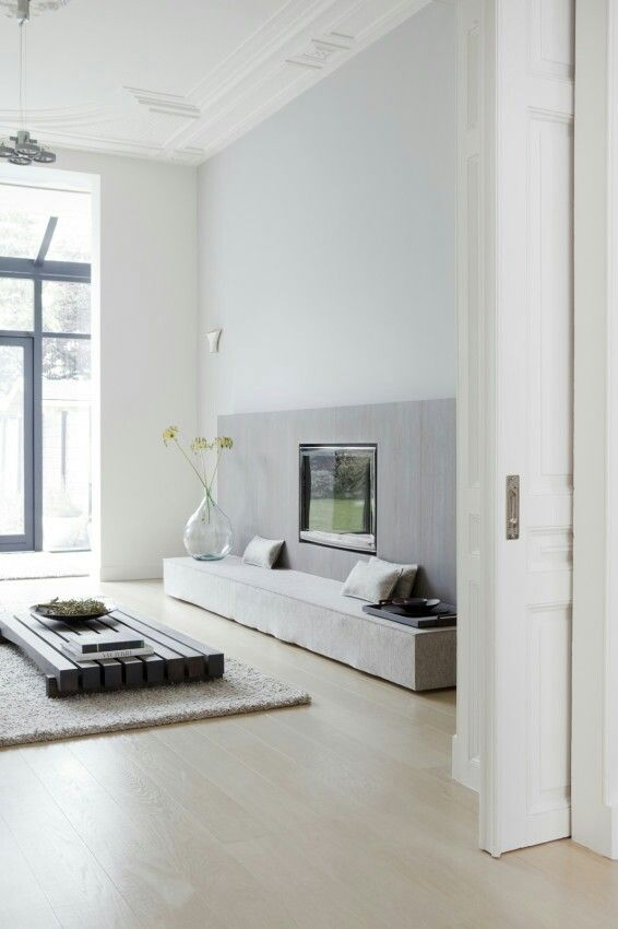 Love the sliding doors as roomdevider touch of oldstyle