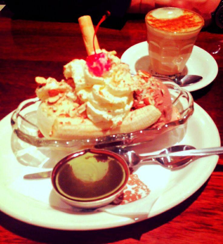 Banana split, hot chocolate fudge, almonds, cream, cherry... Delicious