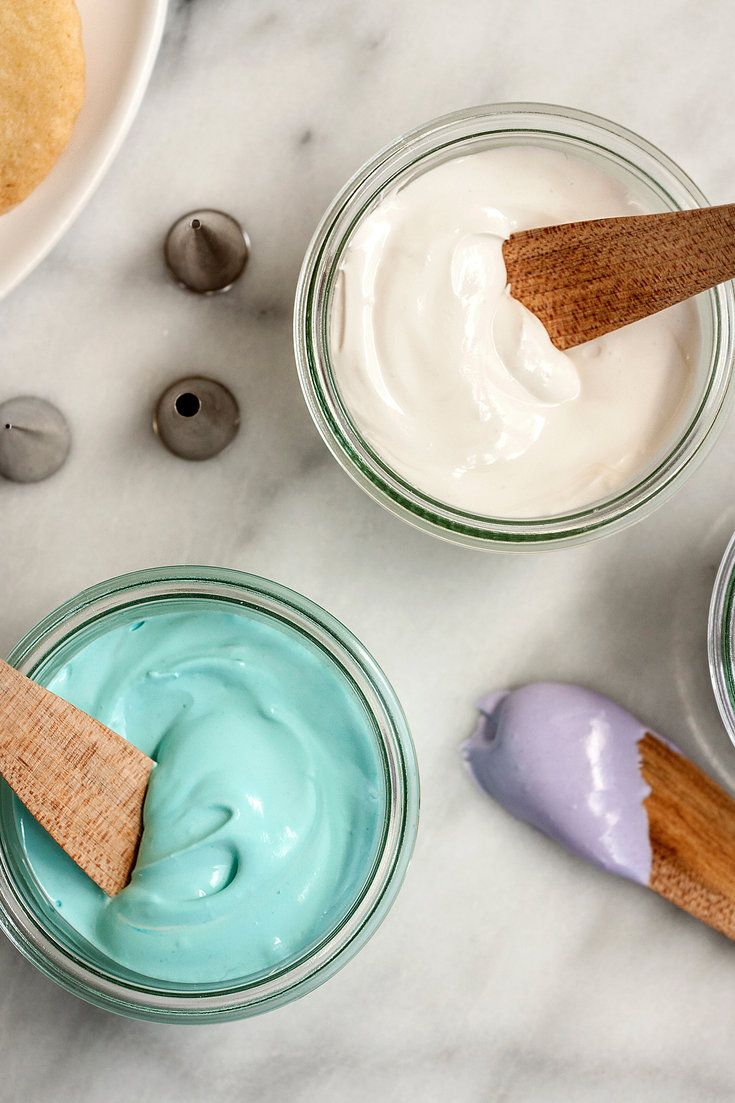 This is a recipe for the classic icing used to decorate cut-out sugar cookies and gingerbread houses It hardens quickly, so be sure to cover any you're not using with plastic wrap, gently pressing the wrap into the surface of the icing to prevent a crust from forming.