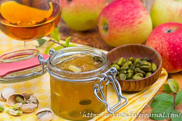 Яблочное желе с кальвадосом и фисташками
