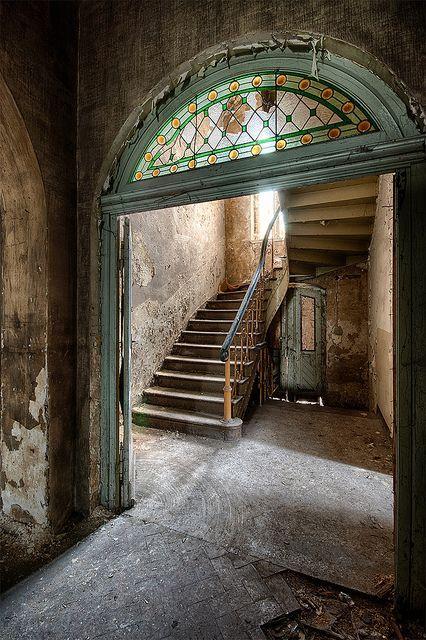 herminehesse:  Abandoned                                                       …  Plus de découvertes sur Souterrain-Lyon.com