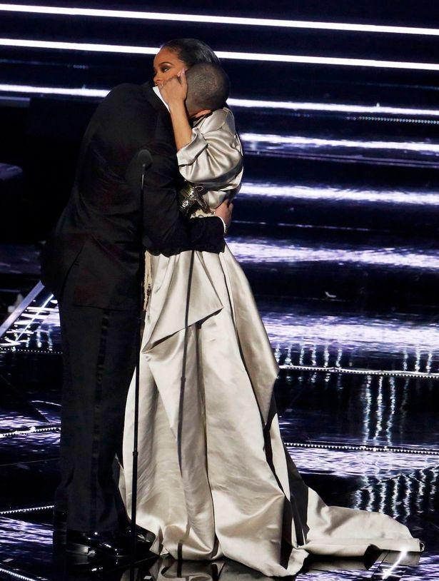 rihanna and drake | Drake meets Rihanna's family backstage at the MTV VMAs after…