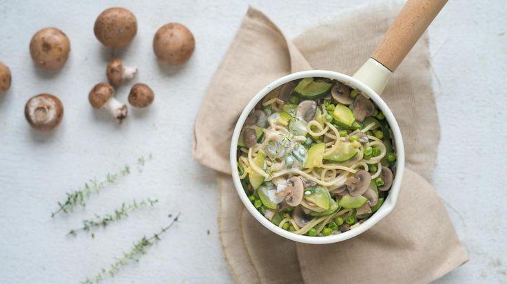 Eenpanspasta: spaghetti met courgette en paddenstoelen | VTM Koken