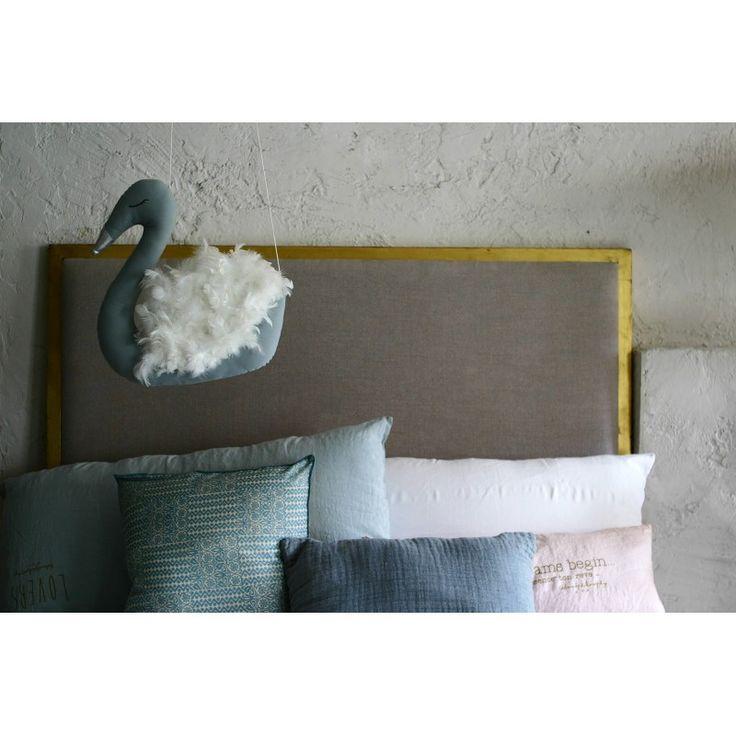 Suspension décorative Cygne avec véritable plumes d'oie #Plumebay #suspension #chambreenfant #cygne #coussin