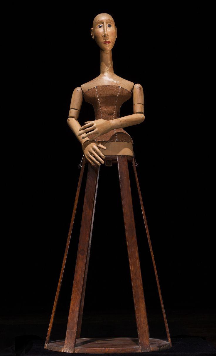 Elvira. legno e stoffa.Donatella Pau 2013
