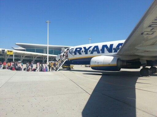 Ryanair 5485 at Porto Airport / Porto → Madrid / 20130815