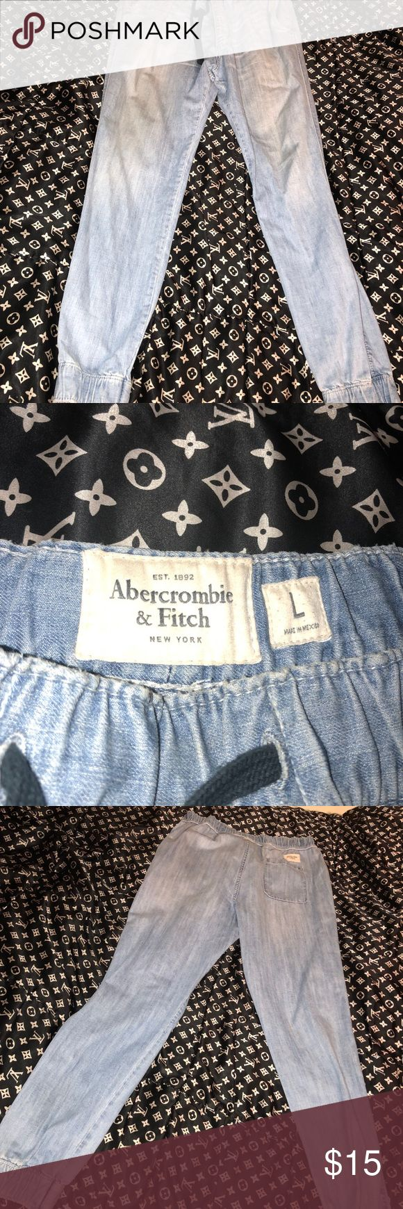 MENS A&F LARGE DENIM JOGGERS MENS A&F DENIM JOGGERS                                                   SIZE: LARGE.                                                                                   CONDITION: 9.5/10 Abercrombie & Fitch Jeans Skinny