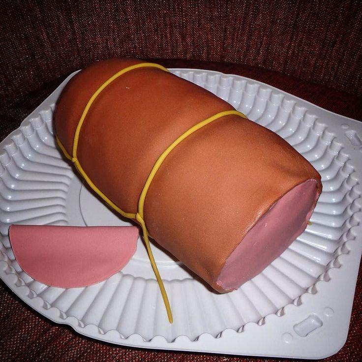КОЛБАСА-ТОРТ! Давно не публиковал ничего сладкого в ленте это небольшой сладкий и съедобный элемент украшения большого торта! #тортназаказ #колбаса #екатеринбург #воеводина6 #плотинка #craftminibar