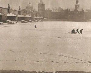 Frozen Vltava-Prague, Charles bridge
