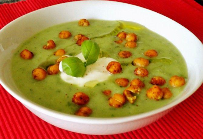 Uborkás-bazsalikomos gazpacho csicseriborsóval
