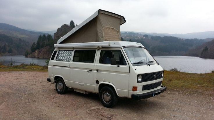 Combi camping car T3 Volkswagen tout équipé avec 2 couchages en bas, et 2 en haut ( des adultes tiennent sans aucun souci!), frigo, réserve d'eau propre et usagée, gaz et plaque de cuisson, nombreux rangements , penderie, équipé en vaisselle...prêt à barouder.Consommation moyenne 9 à 10 litres. Louer camping car volkswagen T3 type combi/popo Riorges (42153)