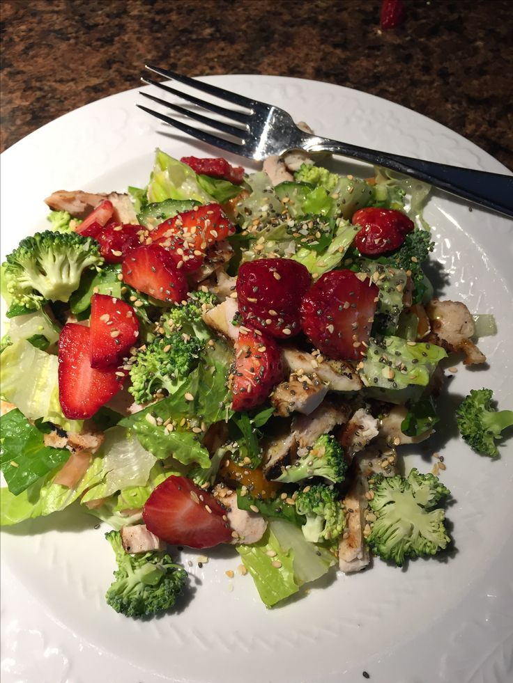 100% clean delicious salad: my fav veggies w/extra virgin olive oil, Epicure everything bagel topping