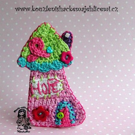 One of my Free pattern. Very special one for me...  Enjoy it! Vendulka: Crochet Projects, Appliques Crochetsew, House Patterns, Crochet Patternstutori, Crochet Déco, Crochet Application, Hope House, Free Patterns, Wall Hook
