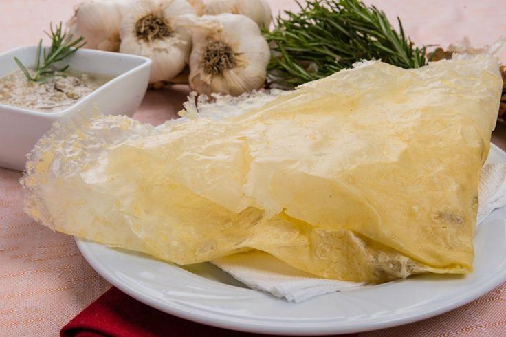 Oggi, siamo a proporvi una ricetta originaria dei paesi dell'appennino modenese: il borlengo…  