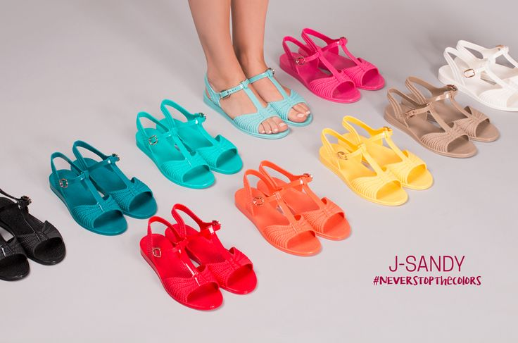 J-SANDY, the first ultra-flat rubber sandal proposed by JU'STO. #neverstopthecolors