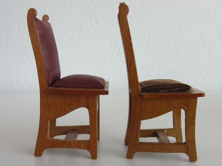 Two Schneegass chairs seen sideways
