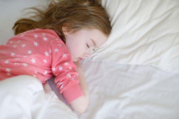 Seu filho diz que tem medo na hora de dormir? Siga essa dica, que pode ajudar a tranquiliza-lo. Testada e aprovada na prática!