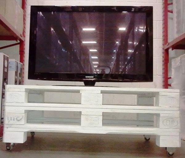 DIY Old Pallet TV Stand   99 Pallets
