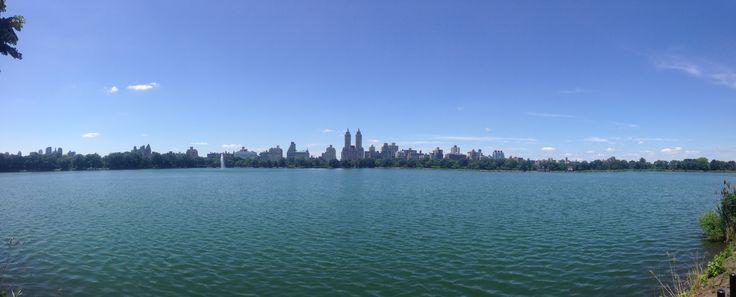 New York es una ciudad mágica! Esta panorámica fue tomada desde el central park. No te pierdas esta guía para recorrer la gran manzana!