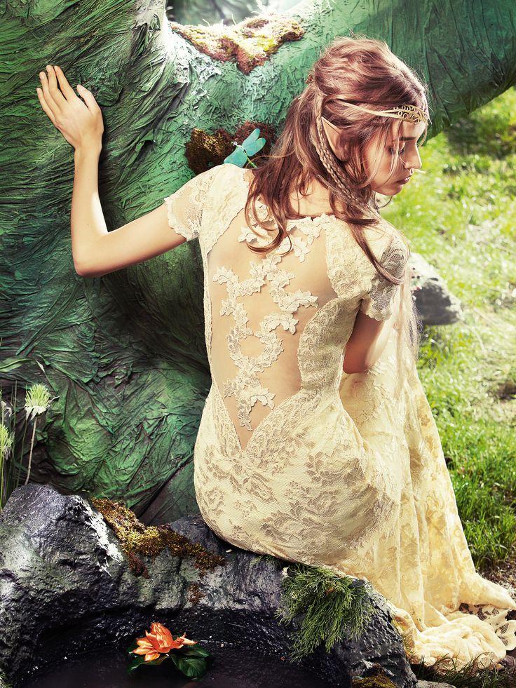 Trouwjurk van Olvi met een bijzonder mooie rug.