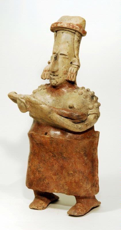 Figura femenina de barro,madre con su pequeño. Período Clásico 100 . de C.- 900 D. de C. Procedente de San Juanito,  Culturas de Occidente, Jalisco, México. mcba. .