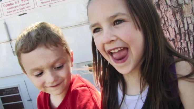 Video de niños de 5 años besandose por primera vez llena de ternura la i...