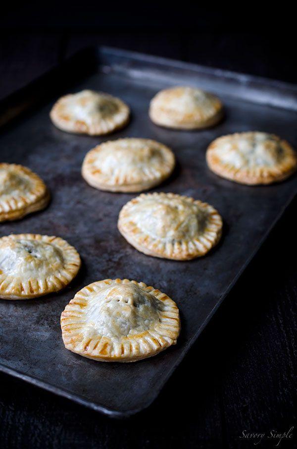 Diese Savory Fleisch-und Pilz-Hand Pies machen eine ausgezeichnete Snack oder Vorspeise Partei!