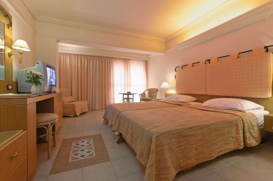 Minoan-style architecture,stylish,comfortable,recently refurbished rooms,gleaming swimming pools and lush gardens create a perfect mood for relaxation.