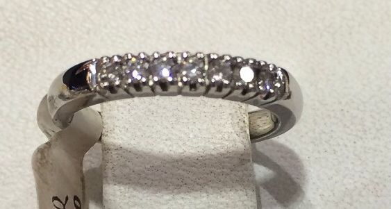 Argolla oro blanco y diamante