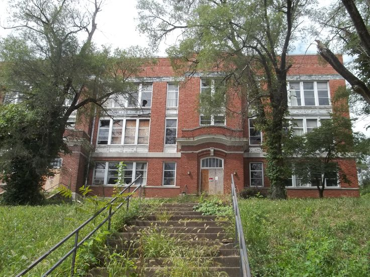 Abandoned school, Excelsior Springs, Missouri