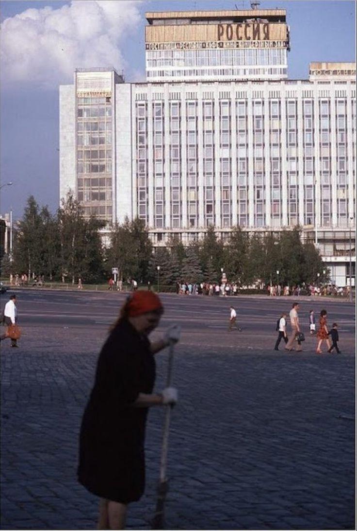 Ганс Рудольф Утхофф в 1975 году он побывал в Москве и сделал серию великолепных цветных снимков.
