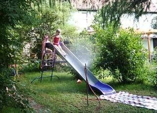 Wasserrutsche im Garten