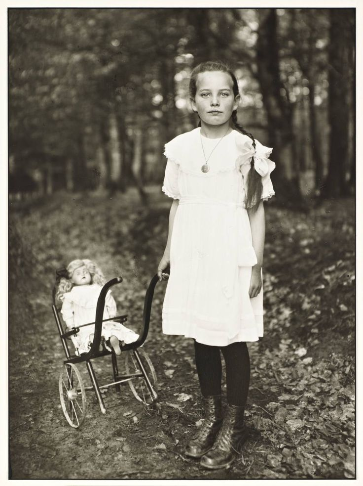 August Sander (1876‑1964), Girl with Carriage, 1927-30, printed 1990. Photograph, gelatin silver print on paper © Die Photographische Sammlung/SK Stiftung Kultur - August Sander Archiv, Cologne; DACS, London, 2013. Tate Gallery, London