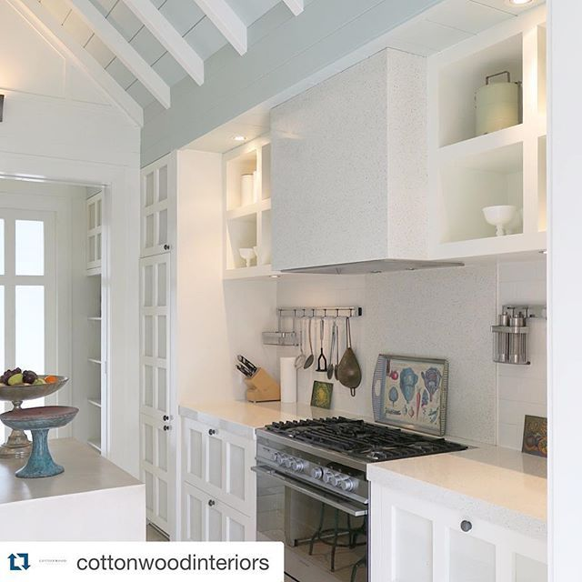 #Repost @cottonwoodinteriors ・・・ The super cute kitchen in the #AlanPyeCottage @HukaLodge. I fell in love with the cabinetry and pale turquoise ceiling! In fact the ceilings in the entire place are incredible. #hukalodge #virginiafisher #interiordesign @relaischateaux #kitchen #decor #design #white #luxury