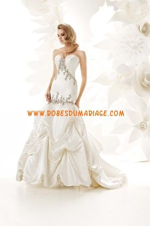 Simone Carvalli belle robe de mariée sans bretelle sirène décorée d'appliques taffetas Style 90017